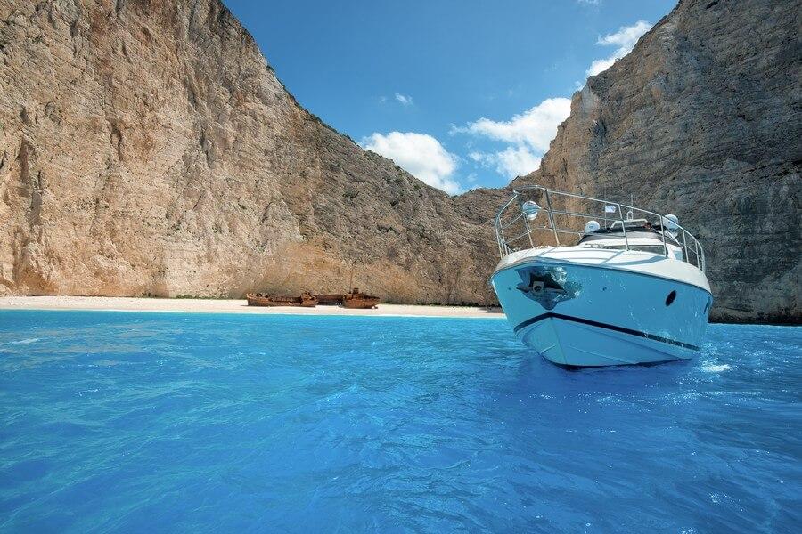 Zakynthos-Cruises-Yacht-Manu-Azimut-58-10