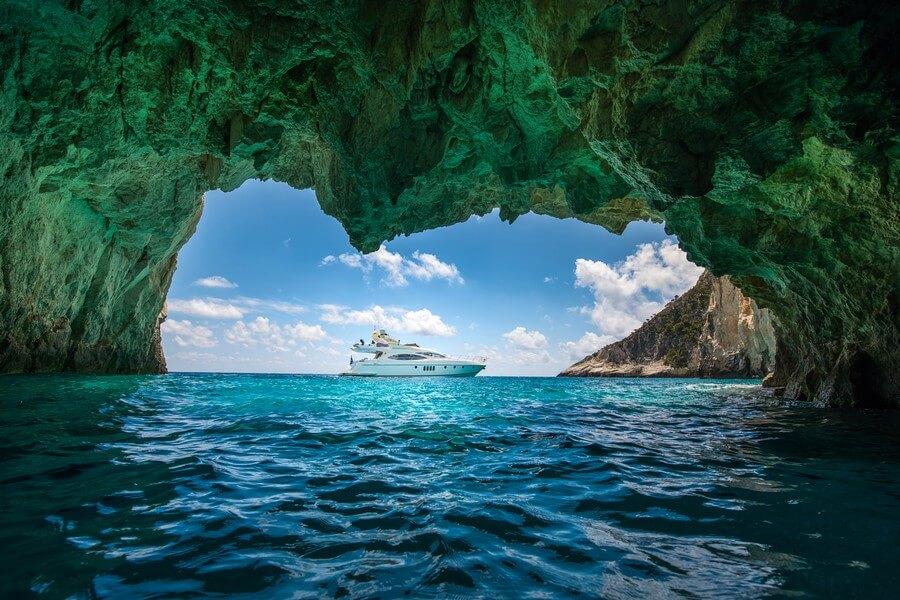 Zakynthos-Cruises-Yacht-Manu-Azimut-58-8